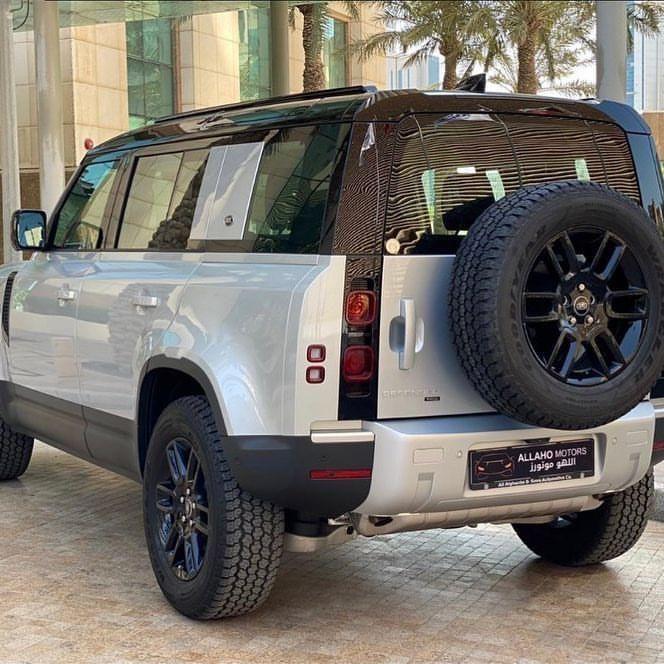 Land Rover Defender 110 P400 SE 2022
